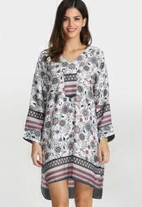 Kleid mit V-Ausschnitt und Blumenmuster-weiß