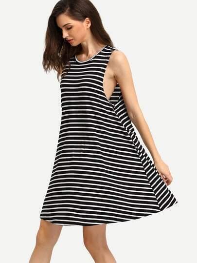 Vestito a righe bianco&nero immagini