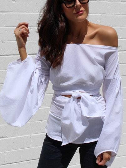 Schulterfreie Bluse mit Trompetenärmeln und Streifen vorne -weiß