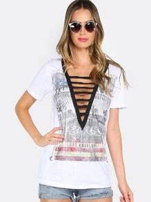 Strappy T-Shirt mit tiefem V-Ausschnitt - weiß