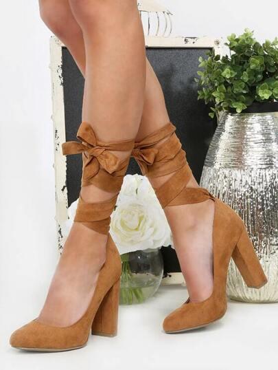 حذاء بني سميك عالي الكعب