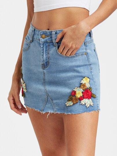 Модная джинсовая юбка с цветочной вышивкой