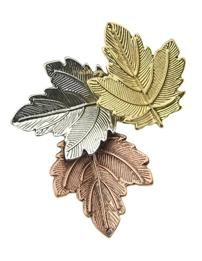 Женская брошь формы листьев