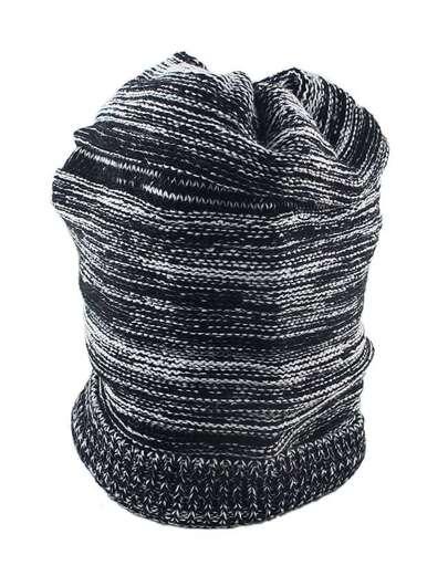 Cappello a maglia lana per signora alla modo di stile