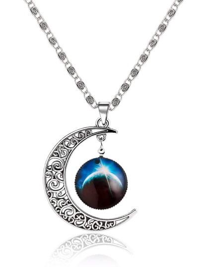 collier avec pendentif motif à lune