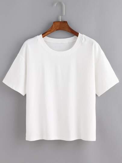 Белая модная футболка