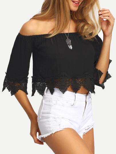 Schulterfreie Bluse mit Häkeleinsatz in schwarz