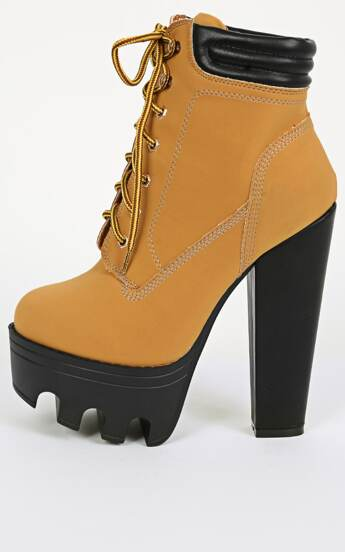 Wild Diva Vive-11 Nubuck Lug Sole Boots