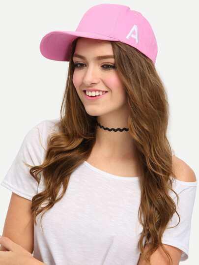 chapeau avec broderie motif lettres -rose