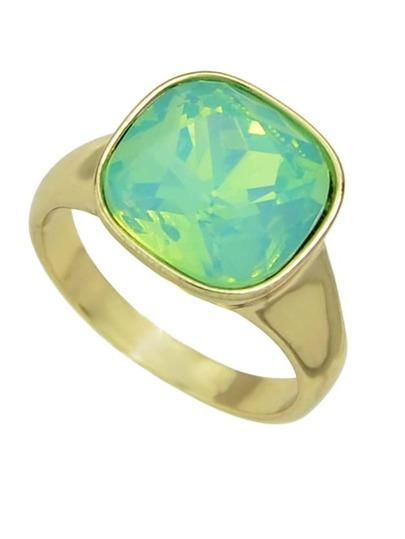 خاتم ذهبي بحجر أخضر