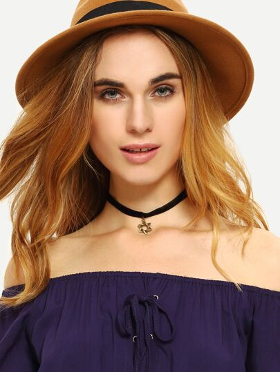 Hollow Pentanstar Velvet Choker Necklace