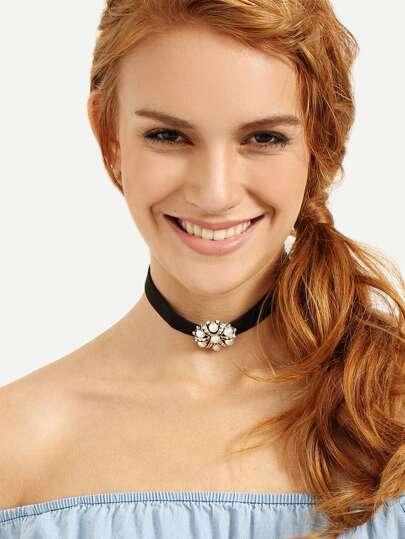Black Flower-shaped Pearl Pendant Choker