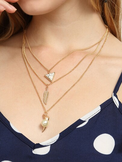 Collier multi-rangs avec perle et feuillage - doré