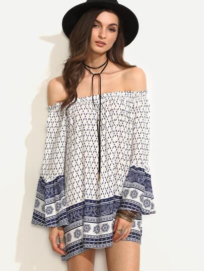 schulterfreies Kleid mit Rüschen und Folklore Druck
