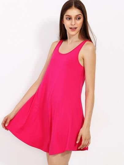 Ярко-розовое модное платье