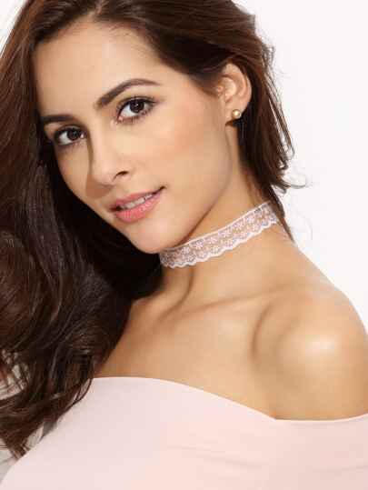 Scalloped Floral Lace Choker