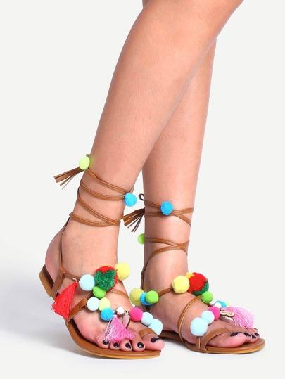 Sandale similicuir avec pompons - brun clair