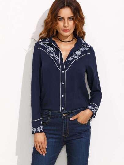 Тёмно-синяя блуза с вышивкой