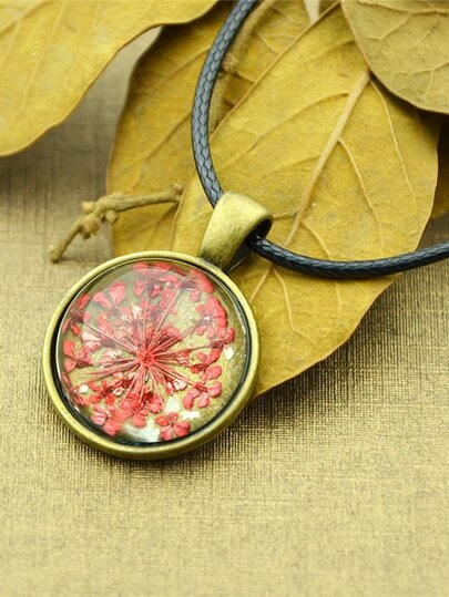 Red Vintage Flower Pattern Round Pendant Necklace For Women