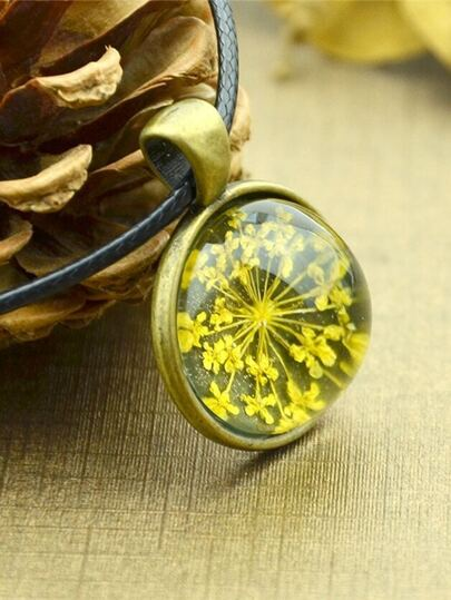 Yellow Vintage Flower Pattern Round Pendant Necklace For Women
