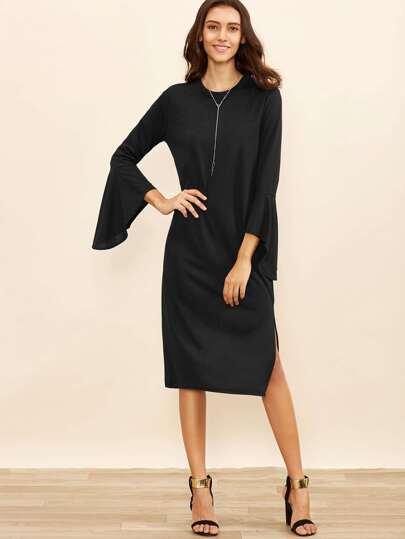 Чёрное модное платье с разрезом. рукав клеш