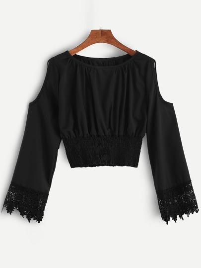 Blusa con hombros al aire y croché - negro