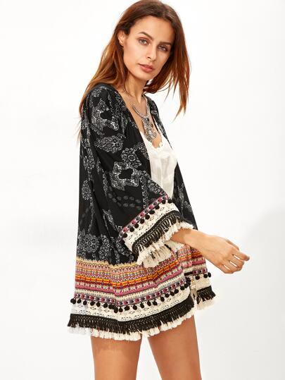Kimono con estampado retro y flecos - negro