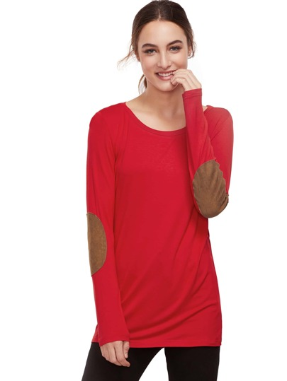 Camiseta roja del remiendo del codo de la manga