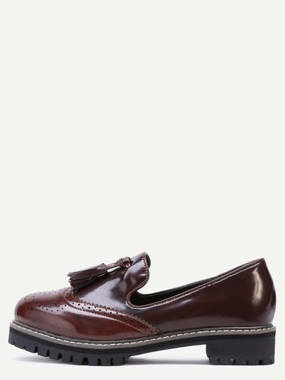 Zapatos de charol con flecos - marrón