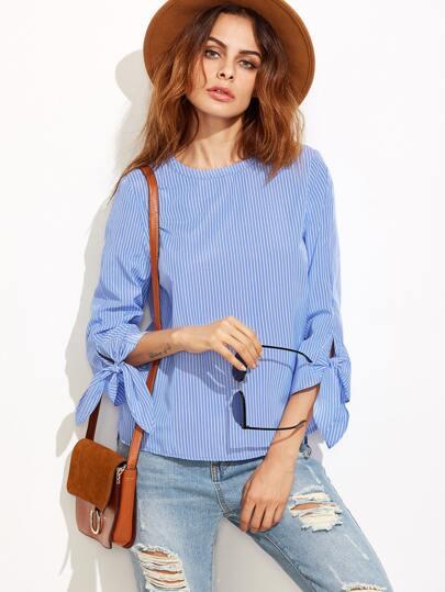 Blusa asimétrica a rayas con lazo en manga - azul