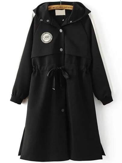 Abrigo con capucha y bordado en espalda - negro