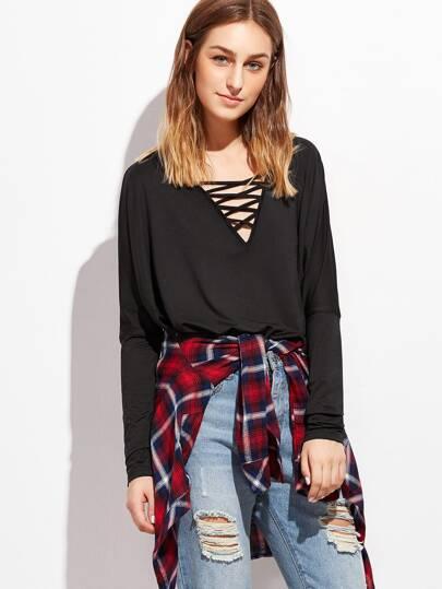 Camiseta cruzada con cuello en V - negro