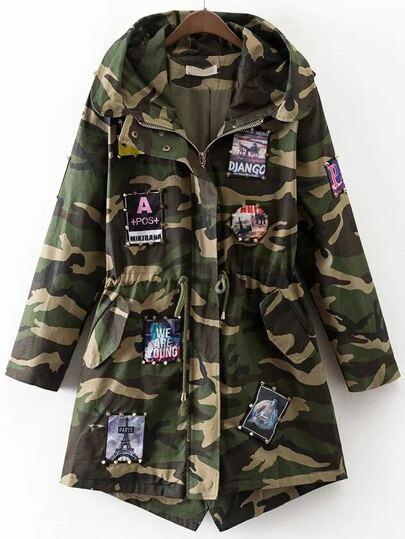 Abrigo con parche y estampado camuflaje - verde militar
