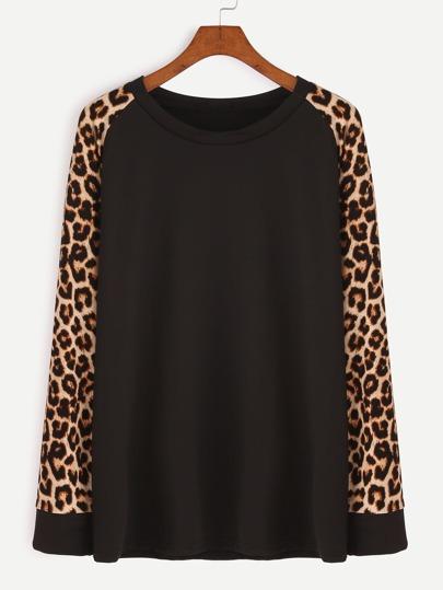 Camiseta con estampado de leopardo de manga raglán