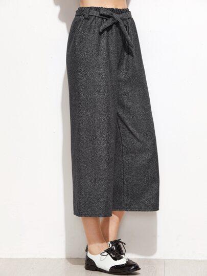 سروال رمادي داكن واسع الساق مربوط الخصر
