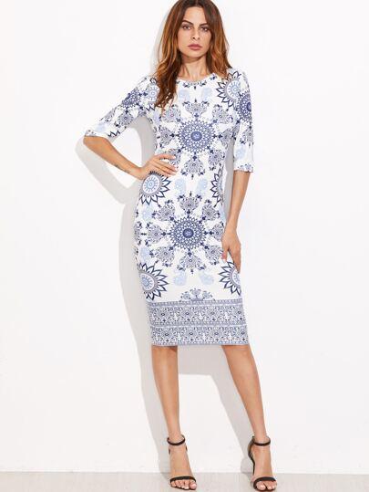 فستان ضيق أزرق داكن أبيض بطباعة