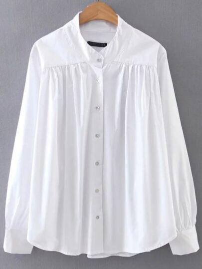 Bluse mit Knopf abgerundetem Saum -weiß