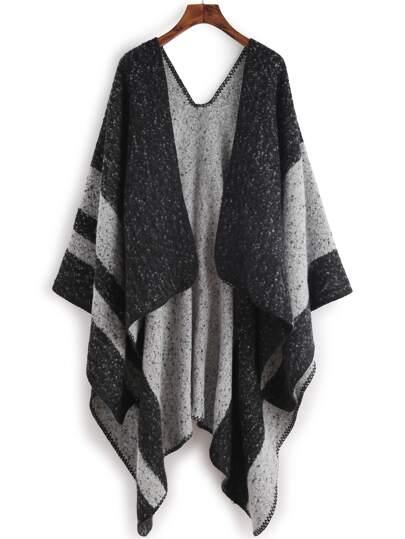 Чёрный полосатый шарф шалью