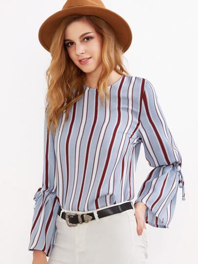 Blusa a rayas verticales con cordón en manga - azul