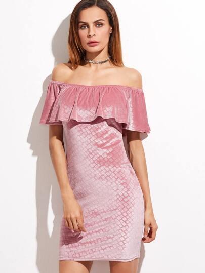 Vestido de terciopelo estampado geométrico con hombros al aire y volantes - rosa