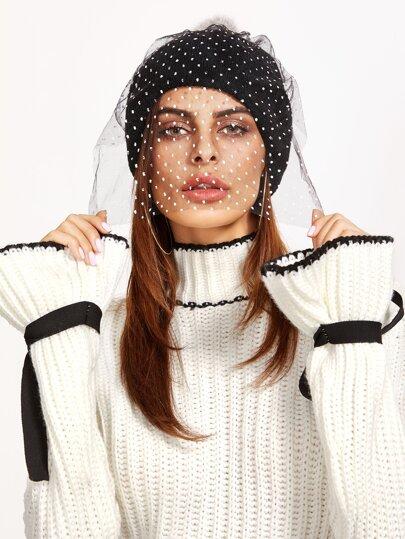 чёрная модная шапка с фатой