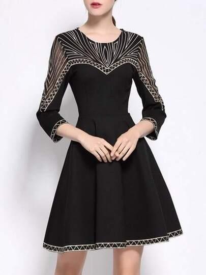 Vestido línea A con bordado - negro