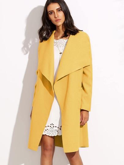 Abrigo cruzado con hombro caído - amarillo