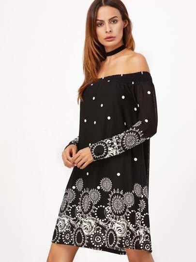 чёрное стильное платье в горошек с открытыми плечами