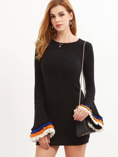 Чёрное облегающее платье с бахромой. рукав клеш