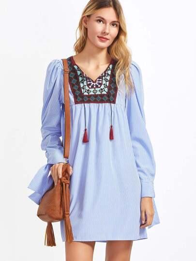 Vestido a rayas con canesú de bordado con cordón - azul