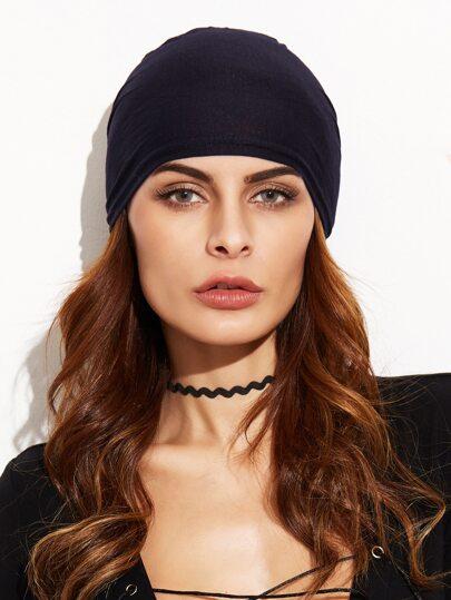Чёрная модная шапочка