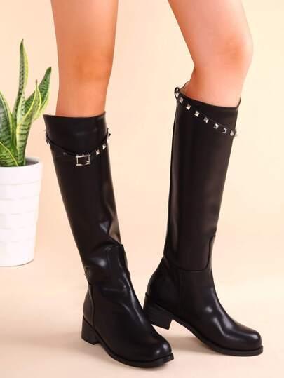 чёрные кожаные сапоги на грубых каблуках