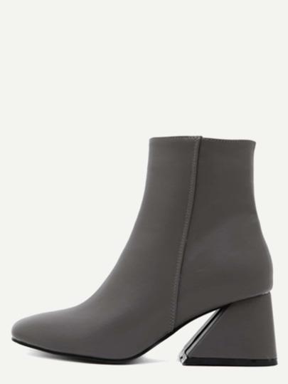 серые квадратные ботинки на каблуках