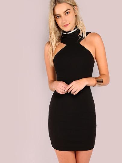 Vestido halter con gargantilla - negro